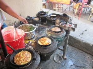 On prépare les bein mount dans les rues de Yangon